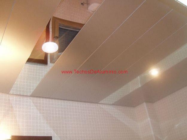 Trabajo de techos de aluminio acústicos para baños