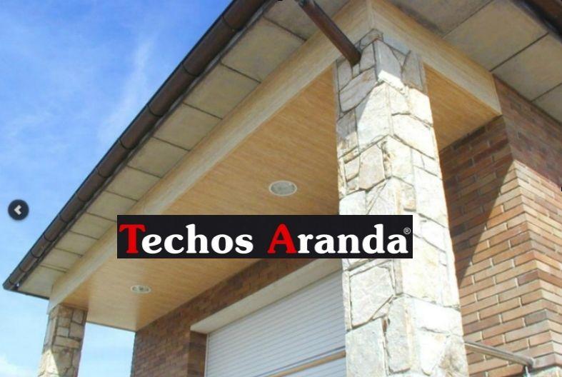 Trabajo de montadores techos de aluminio registrables decorativos