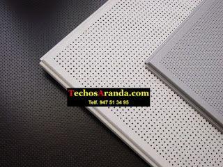 Trabajo de montaje techos aluminio acústicos decorativos